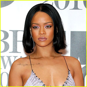 Rihanna's Hit Single 'Work' Stays at Number One for Sixth Week