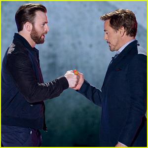 Chris Evans & Robert Downey, Jr. Have an Epic Thumb War Battle at Kids' Choice Awards 2016!