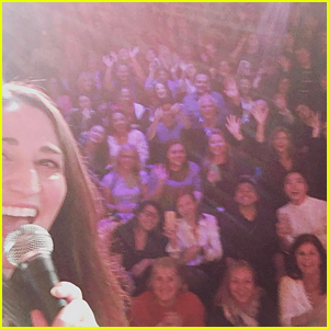 Sara Bareilles Entertains Crowd During 'Waitress' Technical Glitch (Video)