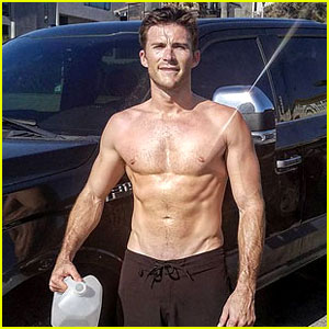 Scott Eastwood Goes Shirtless in Hot New Instagram Photo
