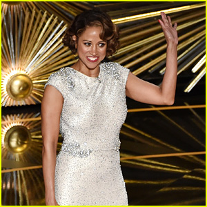 Stacey Dash Reads Mean Tweets About Her Oscars Appearance - Watch Now