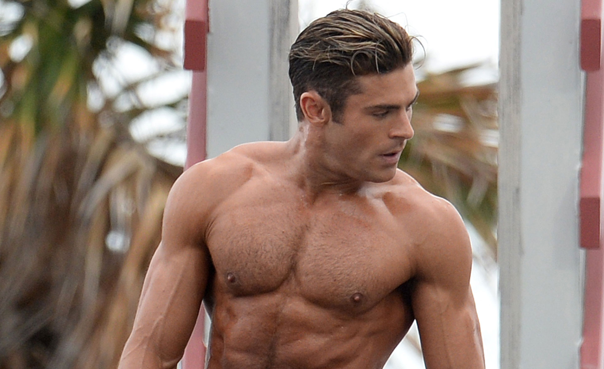 zac efron uses his ripped muscles to complete baywatch. Black Bedroom Furniture Sets. Home Design Ideas