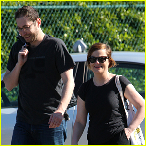 Amy Poehler Goes Grocery Shopping with a Friend