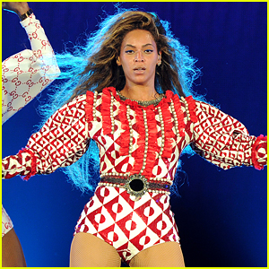 Beyonce's Fans Slay with 'Single Ladies' Dance On Stage During Formation Tour! (Video)