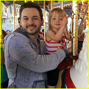 Christina Aguilera's Daughter Goes to Disneyland with Dad!