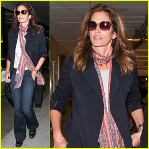 Cindy Crawford Arrives Home After Her Trip to Colombia