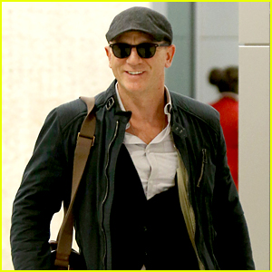 Daniel Craig Flashes a Big Smile After Arriving in New York