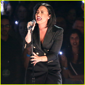 Demi Lovato Sings 'Stone Cold' with Brad Paisley at iHeartRadio Music Awards 2016! (Video)