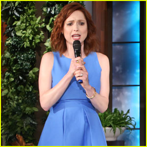 Ellie Kemper Performs Song About Dogs on 'Ellen' - Watch Now!