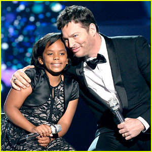 Harry Connick Jr. Performs with Talented Young Girl at 'American Idol' Finale (Video)