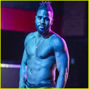 Jason Derulo Shows Off Ripped Body On Stage in Florida
