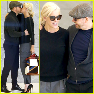 Jenny McCarthy & Donnie Wahlberg Share a Sweet Kiss in NYC