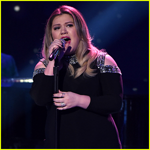 Kelly Clarkson's Daughter Says Bye to 'American Idol' (Video)