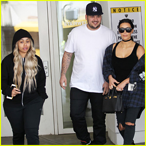 Kim Kardashian Grabs Lunch with Rob Kardashian & Blac Chyna!
