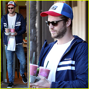 Liam Hemsworth & Miley Cyrus Seen Having Lunch with His Family!