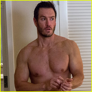 Mark-Paul Gosselaar Goes Shirtless Sexy as Your #MCM!