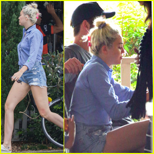 Miley Cyrus Has Breakfast With the Whole Hemsworth Family