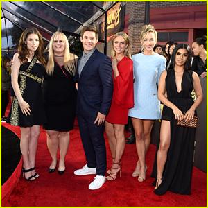 Anna Kendrick & 'Pitch Perfect 2' Cast Hit MTV Movie Awards 2016