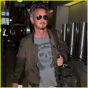 Sean Penn Flies Out of LAX After 'Angry Birds' Announcement