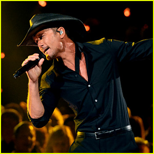 Tim McGraw's ACM Awards 2016 Performance Video - Watch Now!