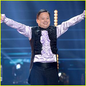 William Hung Sings 'She Bangs' on 'American Idol' Finale (Video)