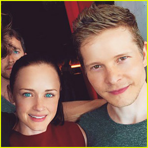 Alexis Bledel & Matt Czuchry Reunite on 'Gilmore Girls' Set!