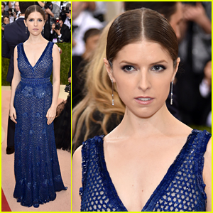 Anna Kendrick Goes 'Purse First' to Met Gala 2016