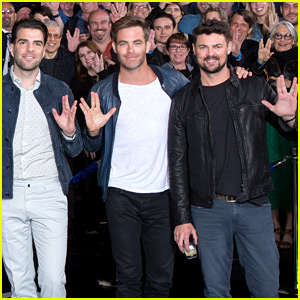Chris Pine & Zachary Quinto Give the Vulcan Salute at 'Star Trek' Fan Event