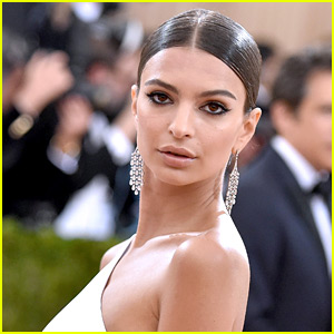 Emily Ratajkowski Flaunts Bare Butt in Bathtub on Instagram