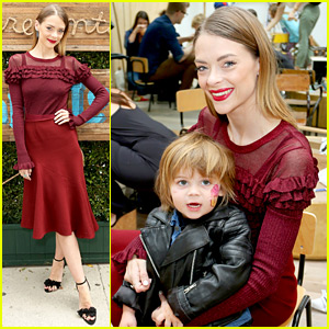Jaime King Writes 'Final Chapter' of Poetry Book at Live Show