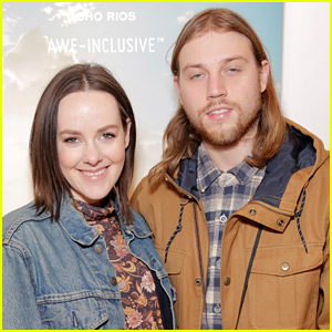 Jena Malone Gives Birth to Baby Boy Ode Mountain
