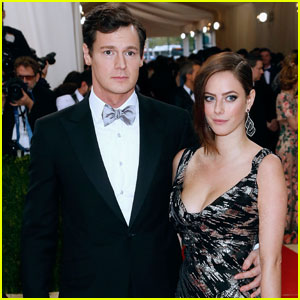 Kaya Scodelario & Benjamin Walker Make Sleek Met Gala Couple