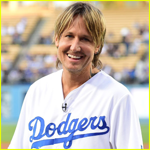 Keith Urban Announces Starting Lineup at Dodgers Game