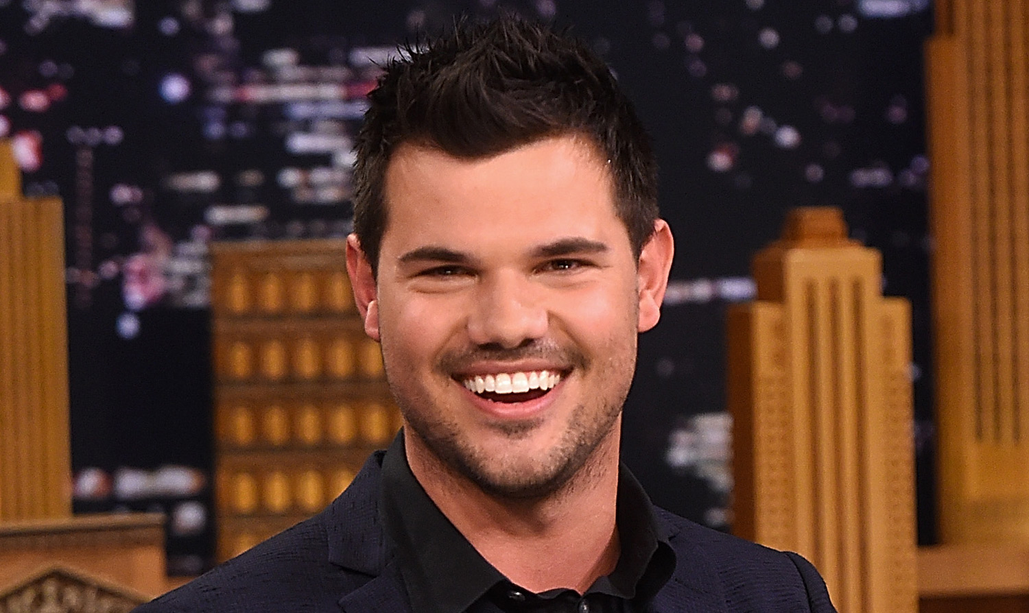 Taylor Lautner Offers Up Ex Taylor Swift's Phone Number in First ... Taylor Lautner