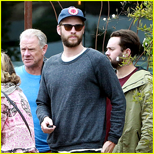 Liam Hemsworth Stops for Mid-Week Family Lunch