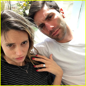 Catfish's Nev Schulman Is Engaged to Pregnant Girlfriend Laura Perlongo