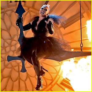 Pink's Billboard Music Awards 2016 Performance Video - Watch Now!