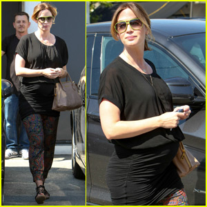 Pregnant Emily Blunt Gets Her Hair Done Before the Holiday Weekend