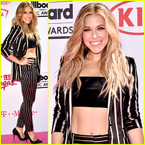 Rachel Platten Shows Off Her Abs at Billboard Music Awards 2016