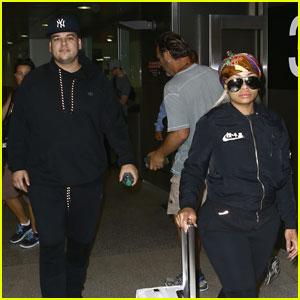 Kim & Khloe Kardashian Talk About Rob & Blac Chyna's Relationship in New 'KUWTK' Clip