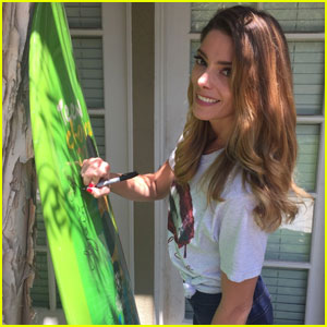 Ashley Greene Wants You to Have Her Teen Choice Awards Surfboard!