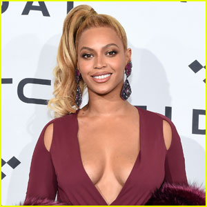 Beyonce Sneezes During Concert, Fans Freak Out (Video)