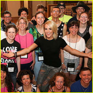 Carrie Underwood Spends Time with ACM Lifting Lives Campers!