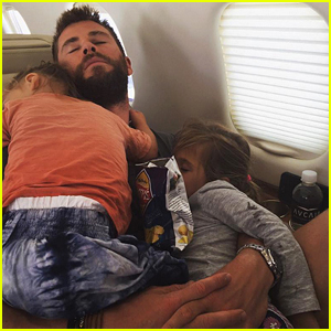 Chris Hemsworth Holds His Kids While They Nap in His Arms!