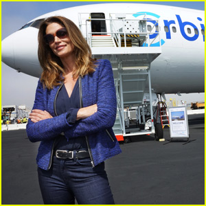 Cindy Crawford Helps Launch the 'Orbis' Flying Eye Hospital