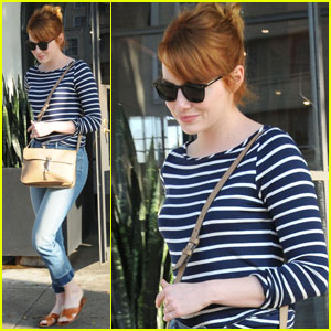 Emma Stone is No Longer a Blonde, Dyes Her Hair Red Again