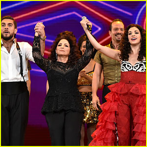 Gloria Estefan & Broadway's 'On Your Feet' Cast Perform at Tony Awards 2016 (Video)