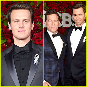Hamilton's King Georges Jonathan Groff & Andrew Rannells Suit Up at Tony Awards 2016!