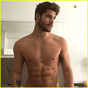 Instagram Model Nick Bateman Bares His Butt in New Photo!
