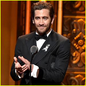 Jake Gyllenhaal Gives Shout Out to Hillary Clinton at Tony Awards 2016